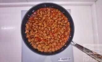 Шаг 6: Перемешайте и готовьте на среднем огне 30 минут.