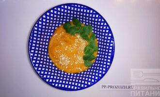 Шаг 9: Подавайте с крошкой ореха кешью, кинзой, по желанию добавьте морскую соль.