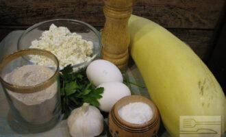 Шаг 1: Подготовьте ингредиенты, помойте кабачок, можете очистить его от кожуры.