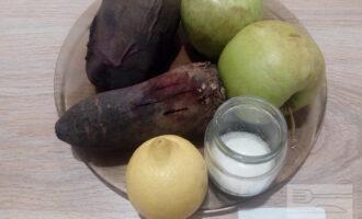 Шаг 1: Подготовьте продукты для мармелада: печеную свеклу, яблоки, лимон и сахарозаменитель.