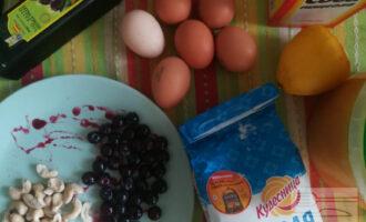 Шаг 1: Подготовьте ингредиенты. Включите разогреваться духовку на 180 градусов.