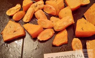 Шаг 5: Через 30 минут достаньте запеченые овощи.