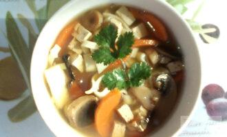 Постный суп из тофу и овощей