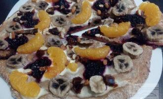 Фруктовая пицца на ржаной муке
