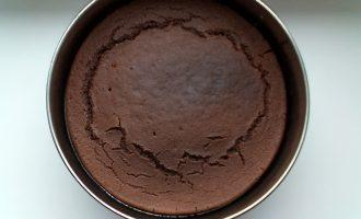 Шаг 5: Корж для торта готов. Дайте ему остыть.