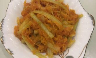 Тушеный сельдерей с овощами