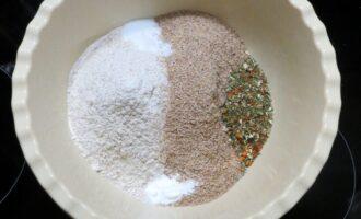 Шаг 2: Соедините в миске все сухие ингредиенты.