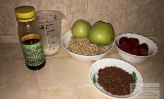 Шаг 3: Утром гречку хорошо промойте от слизи и приготовьте остальные ингредиенты для блюда.