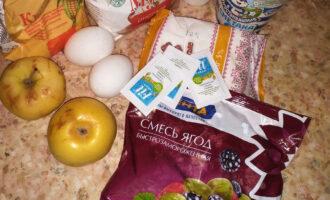 Шаг 1: Подготовьте необходимые ингредиенты. Ягоды разморозьте.