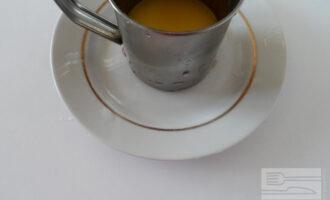 Шаг 2: Растопите сливочное масло.