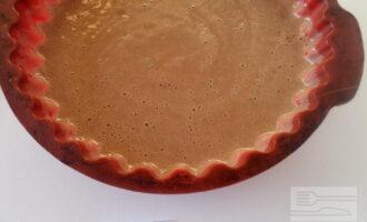 Шаг 5: Перелейте тесто в форму. Выпекайте в духовке 30 минут при температуре 200 градусов.