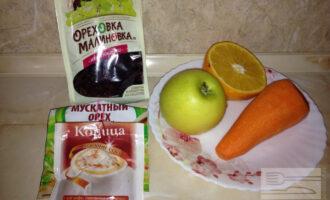 Шаг 1: Подготовьте морковь, яблоко, пол-апельсина, изюм и специи.