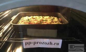 Шаг 10: Разогрейте духовку до 200 градусов, и отправьте пиццу выпекаться. Следите чтобы она не пригорела. Когда пицца будет готова дайте ей еще немного постоять, потомиться в выключенной духовке.