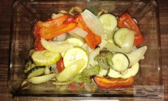 Шаг 6: Готовые овощи достаньте и пусть они немного остынут.