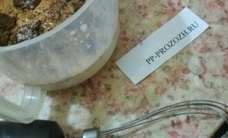 Шаг 5: Залейте желатин в ряженку, перемешайте.