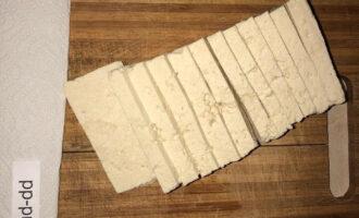Шаг 4: Нарежьте на прямоугольники, не сильно тонкие, но и не слишком толстые.
