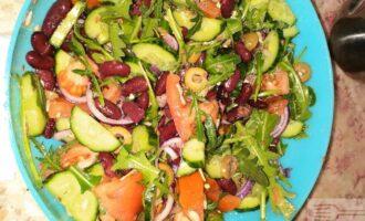 Постный салат с красной фасолью