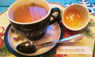 Шаг 5: Процедите напиток. В теплый  липовый чай можно добавить немного меда. Хотя чай и так слегка сладковатый на вкус.