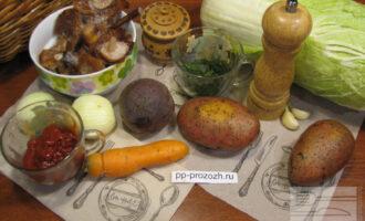 Шаг 1: Подготовьте ингредиенты. Овощи помойте и почистите.