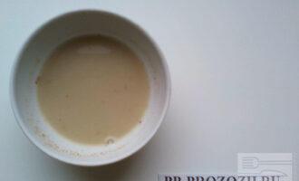 Шаг 2: Залейте водой льняную муку на 10 минут.