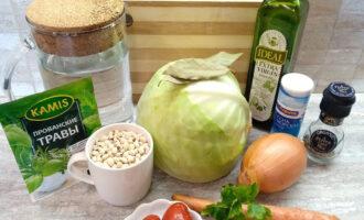 Шаг 1: Подготовьте необходимые ингредиенты для приготовления постного супа с фасолью без картофеля.