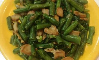 Салат со стручковой ПП фасолью и грибами