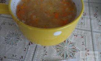 Шаг 8: Готовый суп украсьте зеленью.