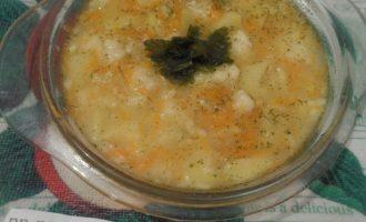 Шаг 8: Готовый суп разлейте по тарелкам.