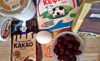 Шаг 1: Подготовьте ингредиенты: кефир, яйцо, какао-порошок, разрыхлитель, муку, йогурт и вишню (если у Вас замороженные ягоды, то разморозьте их).