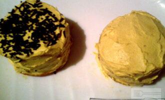 Шаг 8: Утром по желанию украсьте пирожное тертым горьким шоколадом.