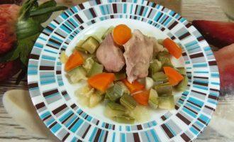 Шаг 8: Диетический кролик с овощами готов.