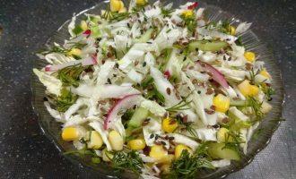 ПП салат из свежих овощей, кукурузы и зелени