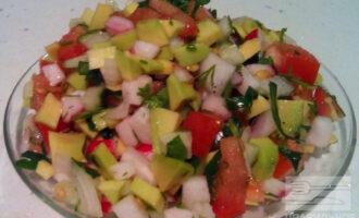 ПП салат с овощами и авокадо