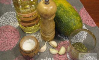 Шаг 1: Подготовьте ингредиенты. Помойте кабачок.