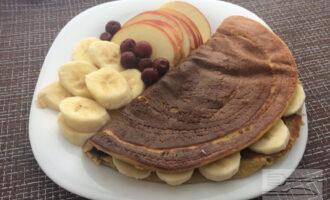 Шаг 8: Подавайте овсяноблин со свежими фруктами и ягодами.