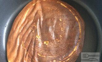 Шаг 7: Выпекайте овсяноблин на сухой сковороде с антипригарным покрытием по 3 минуты с каждой стороны.
