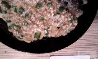 Шаг 6: Обжарьте блинчик на разогретой сковороде с двух сторон 2-3 минуты.