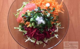 Шаг 5: Смешайте все овощи и добавьте соль по вкусу.