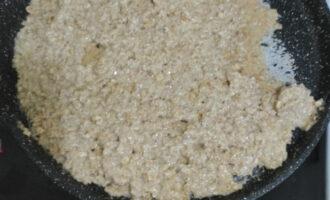 Шаг 5: Разогрейте а/п сковороду, и выложите равномерно на нее полученную массу до золотистой корочки.