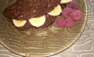 Овсяноблин с какао и бананом