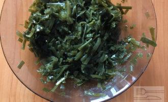 Шаг 2: Свежую морскую капусту сварите по рецепту на упаковке.