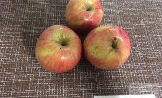 Шаг 2: Вымойте яблоки.