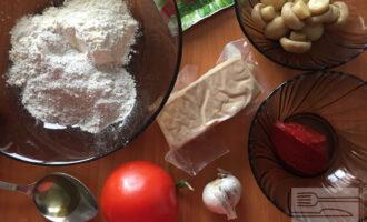 Шаг 1: Для приготовления веган пиццы с тофу возьмите все необходимые ингредиенты.