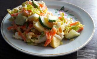 Диетический салат с китайской капустой и яблоком