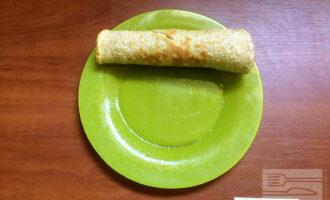 Шаг 6: Готовый овсяноблин выложите на тарелку, можно посыпать зеленью.