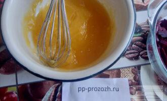 Шаг 5: Добавьте мед и цедру лимона.