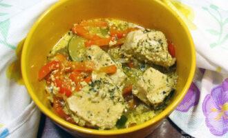Курица с овощами в йогурте