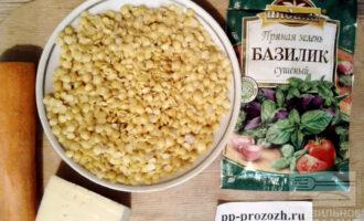 Шаг 1: Приготовьте ингредиенты: промытую чечевицу, морковь, растительное масло, соль, перец, сушеную зелень по вкусу (у меня базилик).