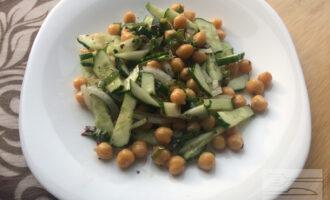 Салат с нутом вегетарианский