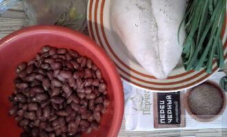 Шаг 1: Приготовьте ингредиенты по списку. Фасоль и курицу заранее отварите.